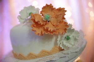 tort udekorowany tortem
